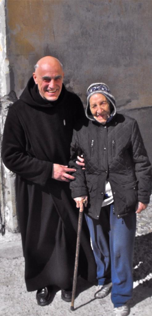 Flavia 98 ans et  le Rd Père Prieur.